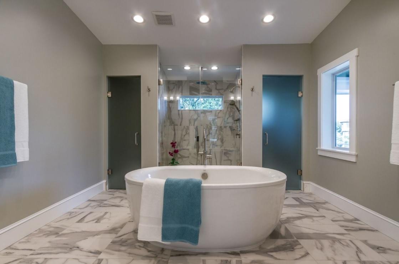 686 Geneva - luxury soaking tub