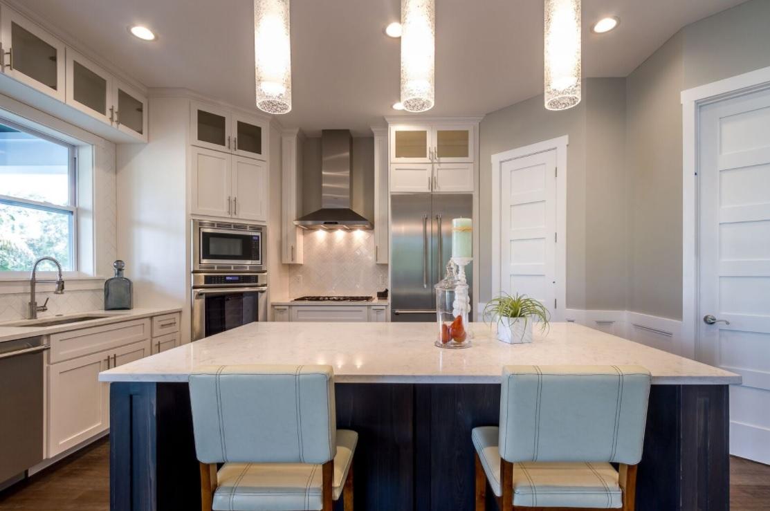 686 Geneva - sleek but inviting kitchen
