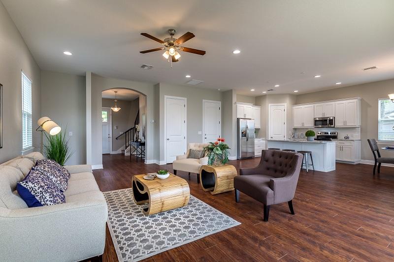 3914 N. Ridge Ave-Living1
