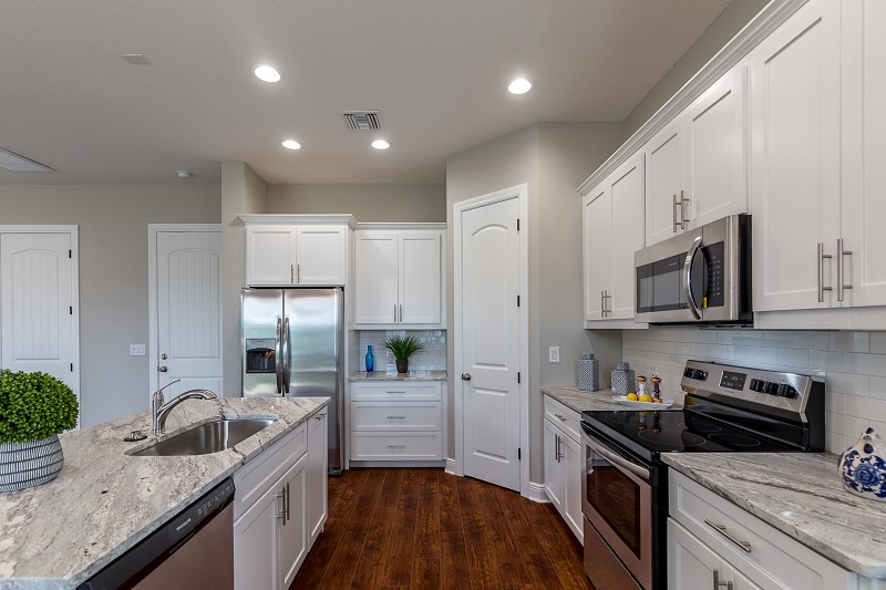 3914 N. Ridge Ave-Kitchen2