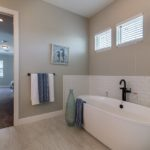 3916.5-N-Ridge-Ave-Master-Bath3
