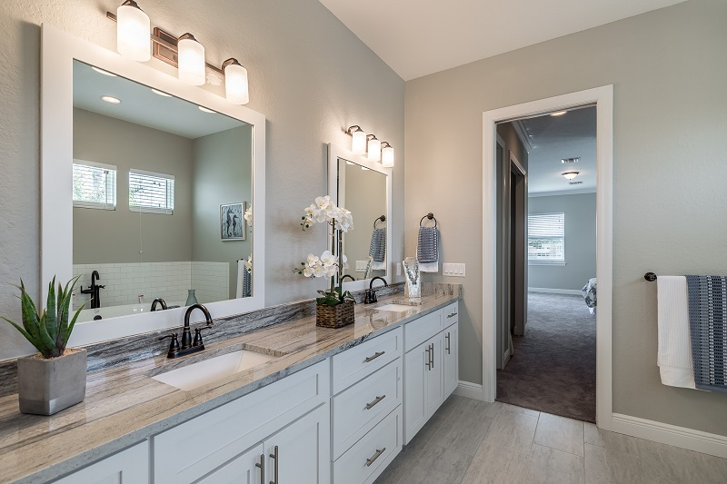 3916.5-N-Ridge-Ave-Master-Bath2
