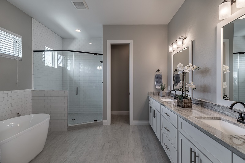 3916.5-N-Ridge-Ave-Master-Bath1
