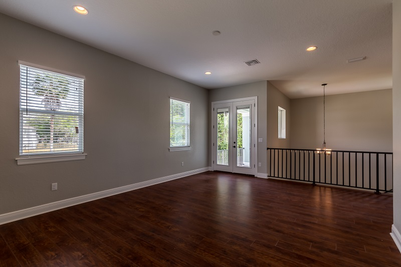 3916.5-N-Ridge-Ave-Family-Room